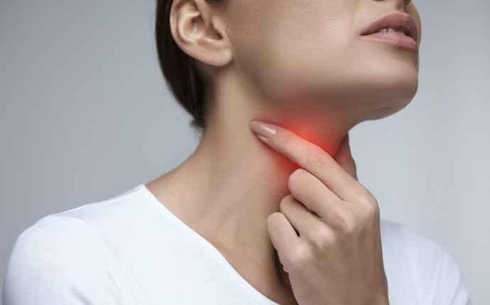 halsfluss ont i örat